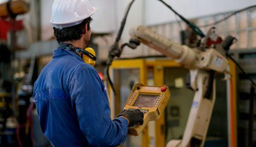 ロボットの導入で解消できると期待される工場の課題とは?